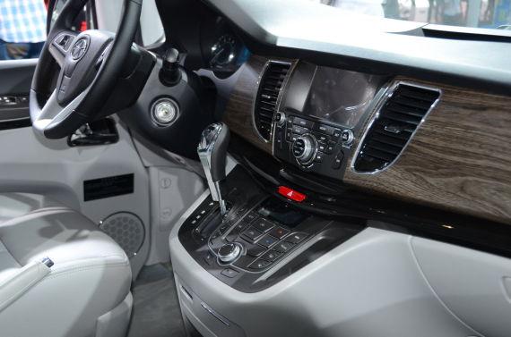 2013款瑞风M5中控台,此款展车为自动挡车型