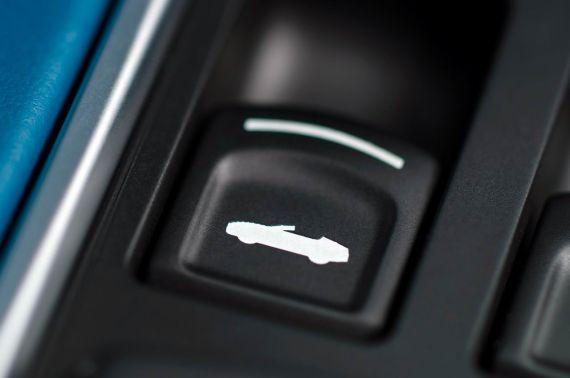 Aston Martin Vanquish Volante 29