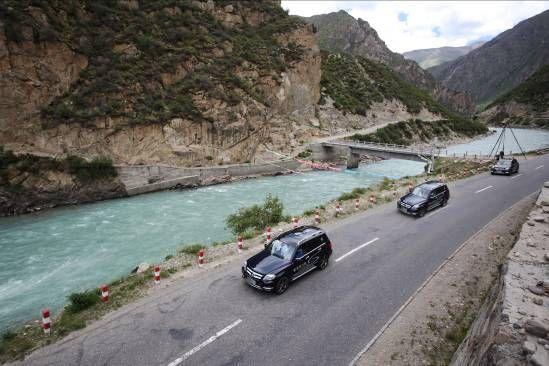 沿途的风景真的是美不胜收,上天对西藏是如此的偏爱!