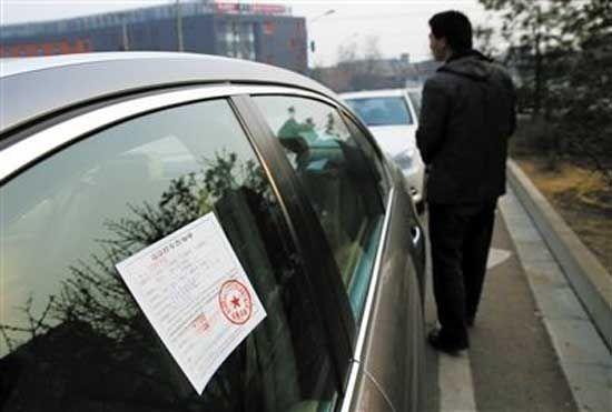 停车要选正规停车场。