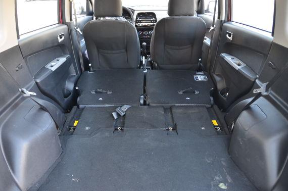 欧力威的后排座椅可以完全放平,在这一级别的小车中相当罕见