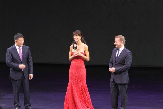 图为法国著名影星苏菲玛索出席发布会现场