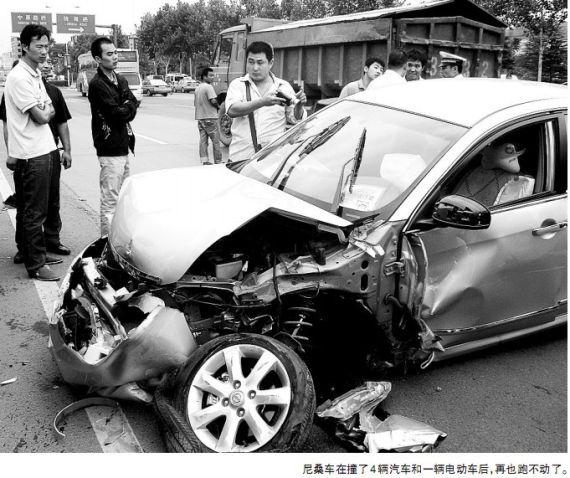 某车型碰撞后照片