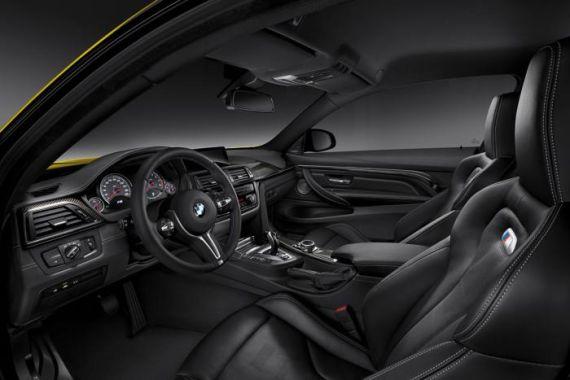 新款宝马M4轿车