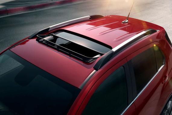 雪佛兰TRAX创酷车顶线条流畅利落,装配一体式刀锋行李架