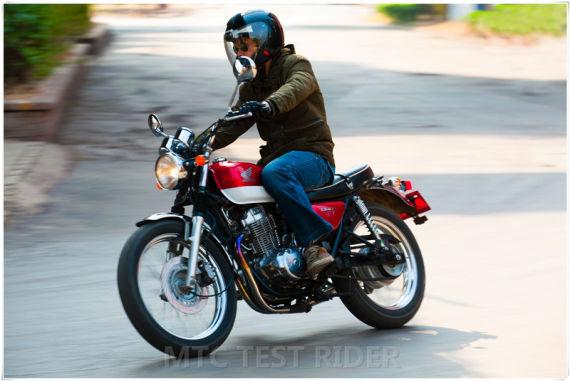 测试 Honda CL400 vs Honda CB400SS