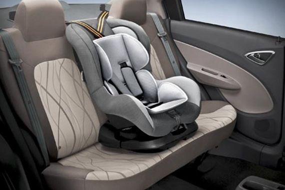 """两款""""宝贝第一""""汽车儿童安全座椅无论正,反向安装,都无一例外地让"""""""
