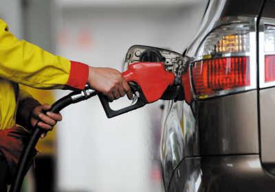 油价首迎年内三连降可省4元钱