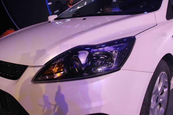经典福克斯SVP限量版采用了随动转向大灯