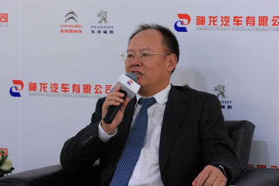 神龙公司总经理 邱现东先生