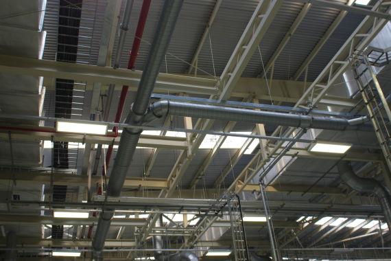厂区内照明采用自然光与LED灯结合