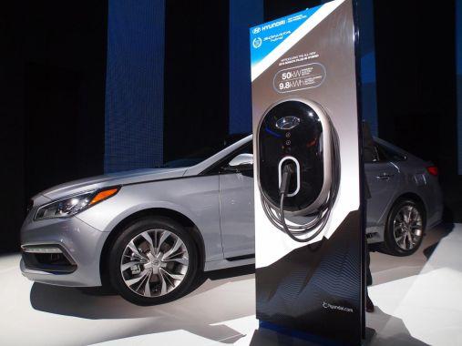 Hyundai Sonata Plug-in Hybrid Electric Vehicle 02