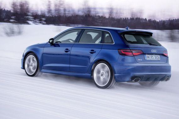 Audi RS3 Sportback in Sepang Blue _03
