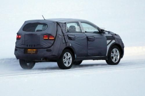 Kia entry-level crossover spy photo -08