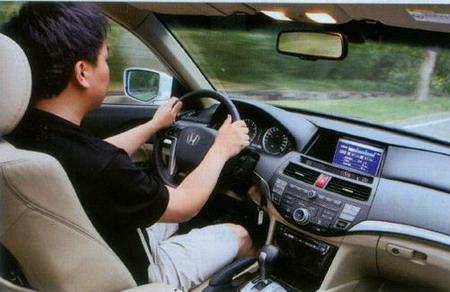 第八代雅阁驾驶图片