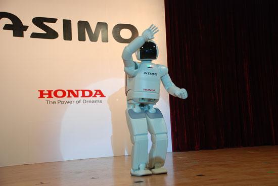 图为本田研发的类人型机器人ASIMO