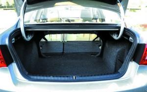 尾厢有较大纵深,延伸了空间。