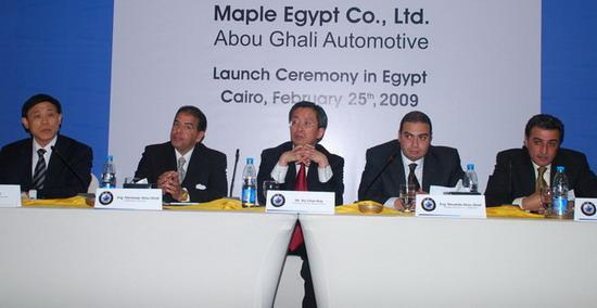 中国驻埃及大使武春华出席新车上市仪式