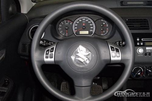 功能键集于方向盘在同一价位的车型中很少见到