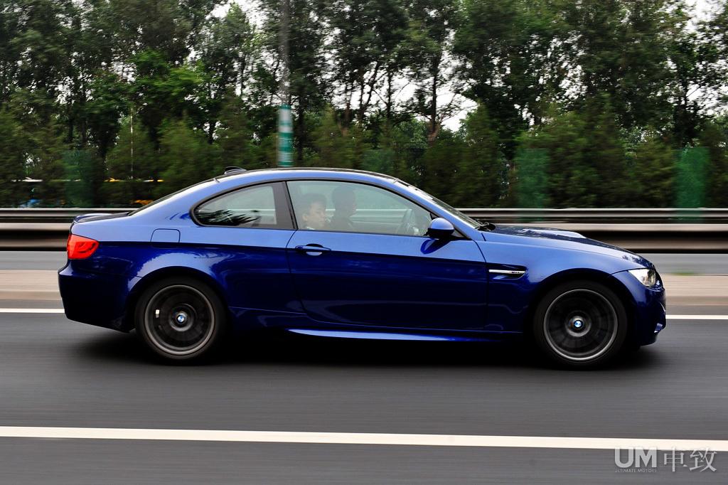 碳纤车顶版宝马M3双门轿跑车