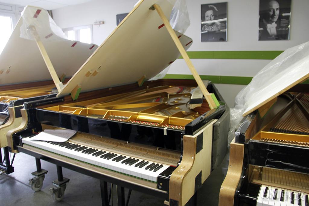 BMW 7系斯坦威全球限量版钢琴