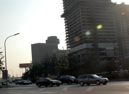 北京东三环街头新浪汽车广告牌