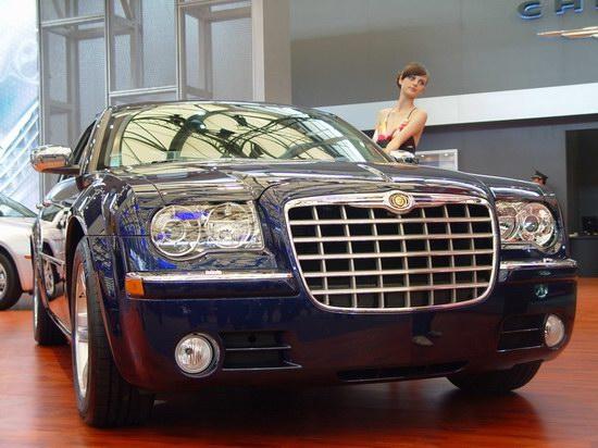 豪华领航版克莱斯勒300C广州车展上市铂锐亮相