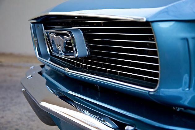 Revology Cars复刻经典福特Mustang