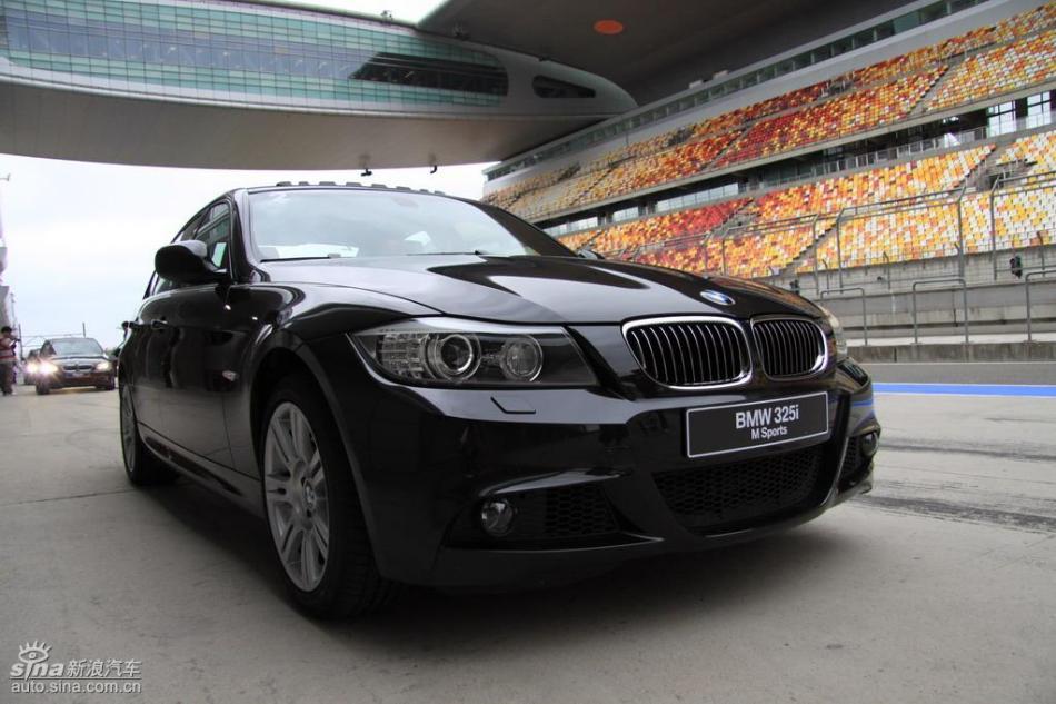 BMW 325i M运动型外观实拍图