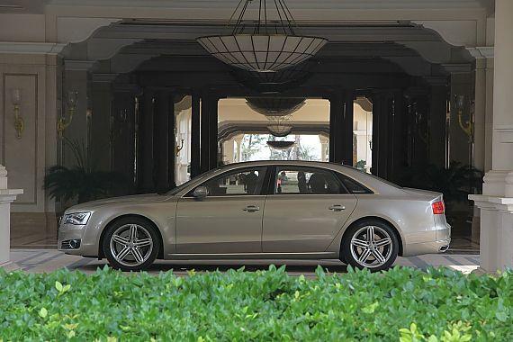 新浪汽车体验试驾奥迪A8L W12-外观