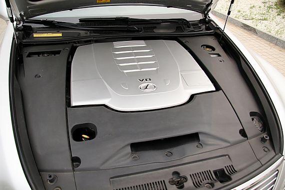 LS460L引擎图片