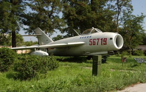 博览园广场外还展示了沈飞公司生产的歼五飞机