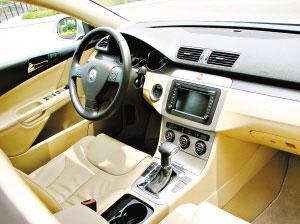 坐在车里,乘坐的舒适感和空间感俱佳。