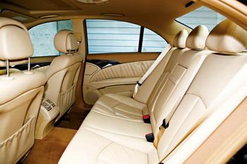 座椅的质感和做工非常细腻,后排座椅空间足够承担商务用车的重任