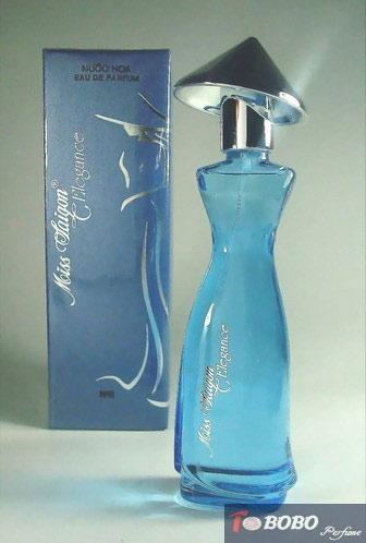 香水瓶子的设计也带着浓郁的地方特色