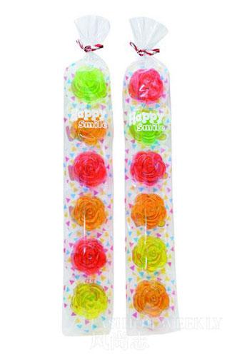 泰国玫瑰糖:浪漫的泰国玫瑰糖,有6朵不同的色彩艳丽的玫瑰。3元/条。