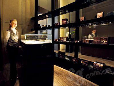 对细节的关注无处不在,连酒店巧克力礼品屋内的品种都是阿玛尼亲自所选。