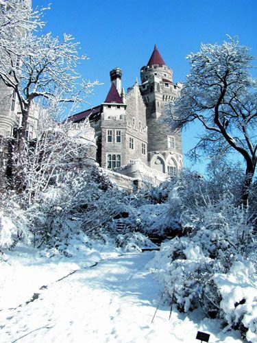 置身于冰雪世界中的卡萨罗玛城堡.