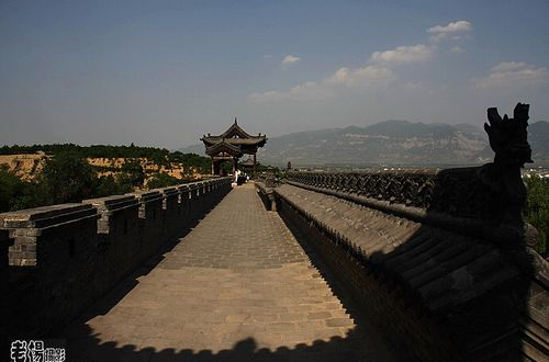 城墙墙道十分宽阔。