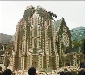 百年大教堂被毁