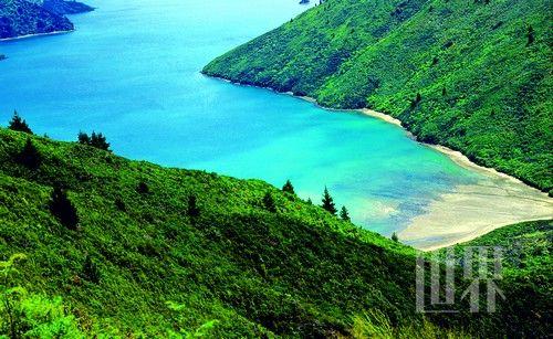 在古老的波利尼西亚传说中,新西兰南岛是毛利人在大海中所乘坐的那条船。