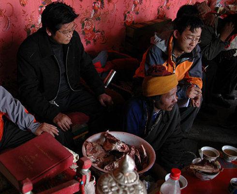 在藏民家里做客