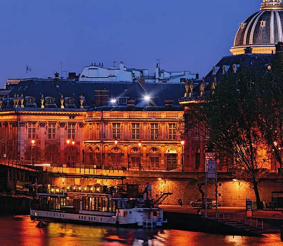 法国巴黎塞纳河畔