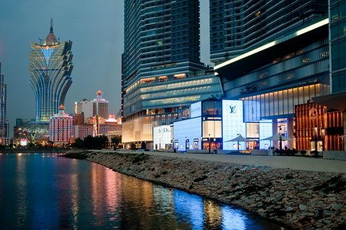 商场总面积达二十万平方�眨�云集全球最顶级设计品牌。