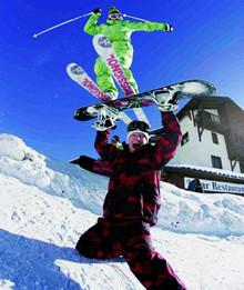 图集:玩转滑雪季 精彩达人秀