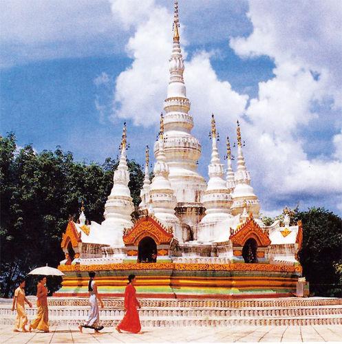 东南亚风情的佛塔