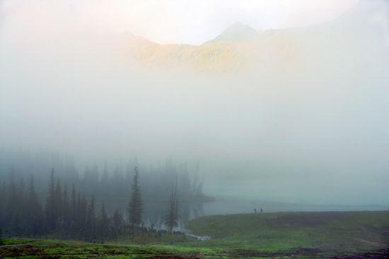 浓雾中,喀纳斯如带着面纱的少女