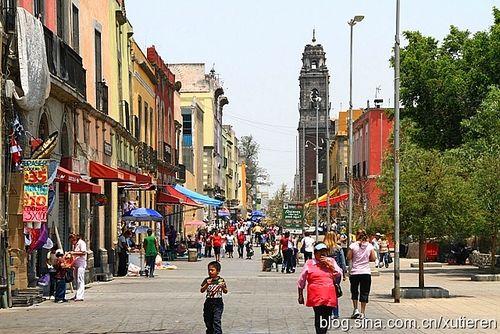 在墨西哥遭遇站街女流连街头看市井百态