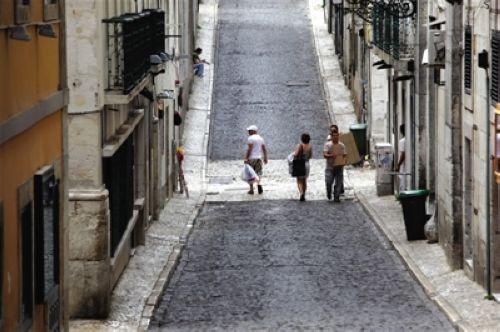 陡峭而又狭仄的街道