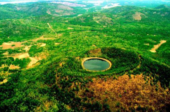 新浪旅游配图: 柴河景区的基尔果天池 摄影:王泽蔚